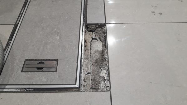 店舗床 セラミックタイル補修工事